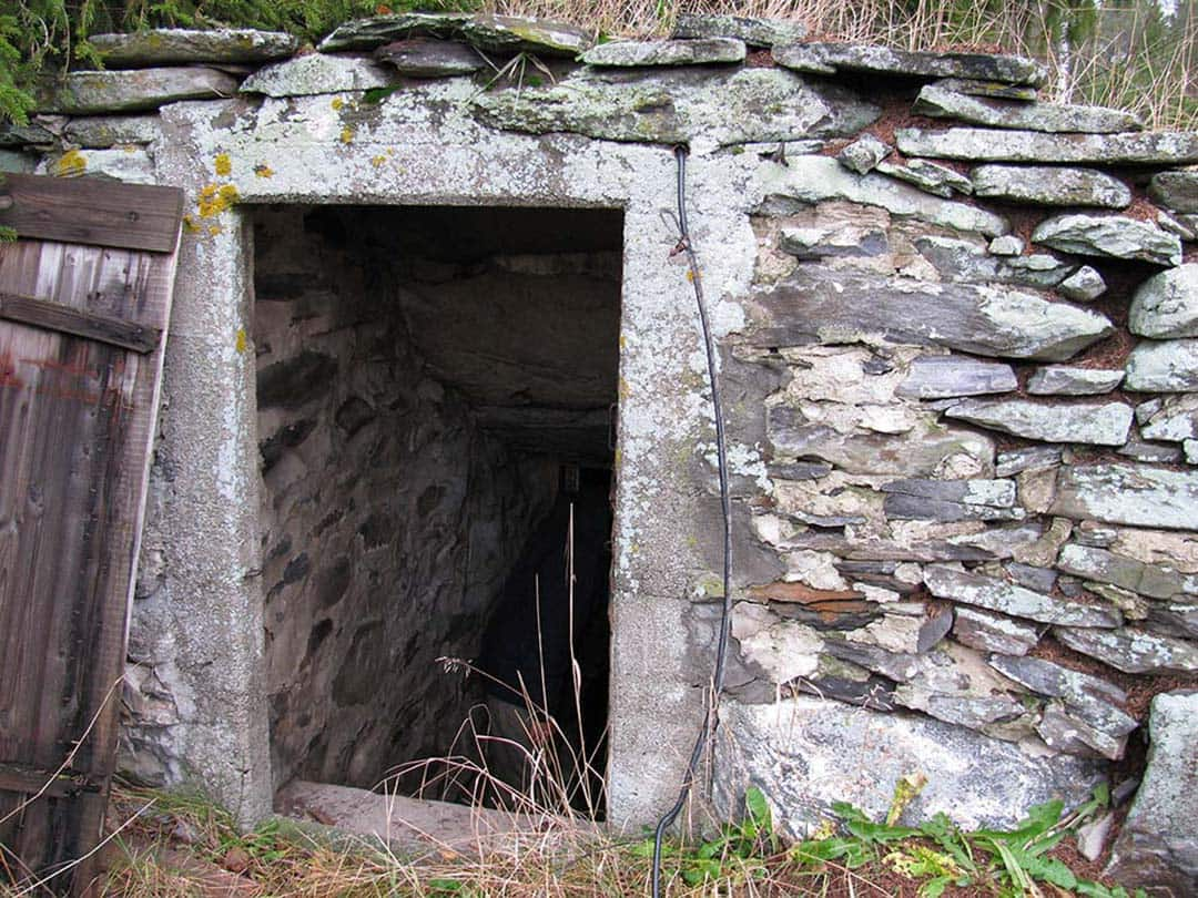 Rock-faced root cellar